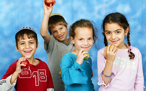 children-with-fruit-portrait-photographers